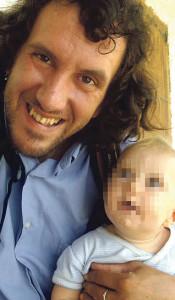 Secuestro. Iván Méndez, con su hijo Rafael, de nueve meses.